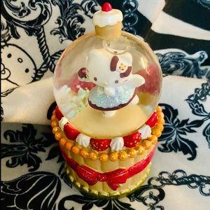 Hello Kitty Water Globe 🧁